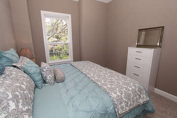Queen bed in guest bedroom 1