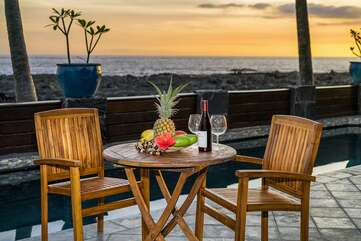 Ocean front lanai to take in the famous Kona sunsets!