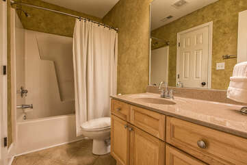 Jack and Jill bath to share with queen guest room and