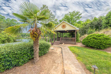 The palm trees at Jake's Lake House are a true southern feel.