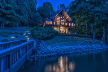 Mi Casa, Su Casa - nestled in a quiet cove - your perfect Lakeside Cabin.