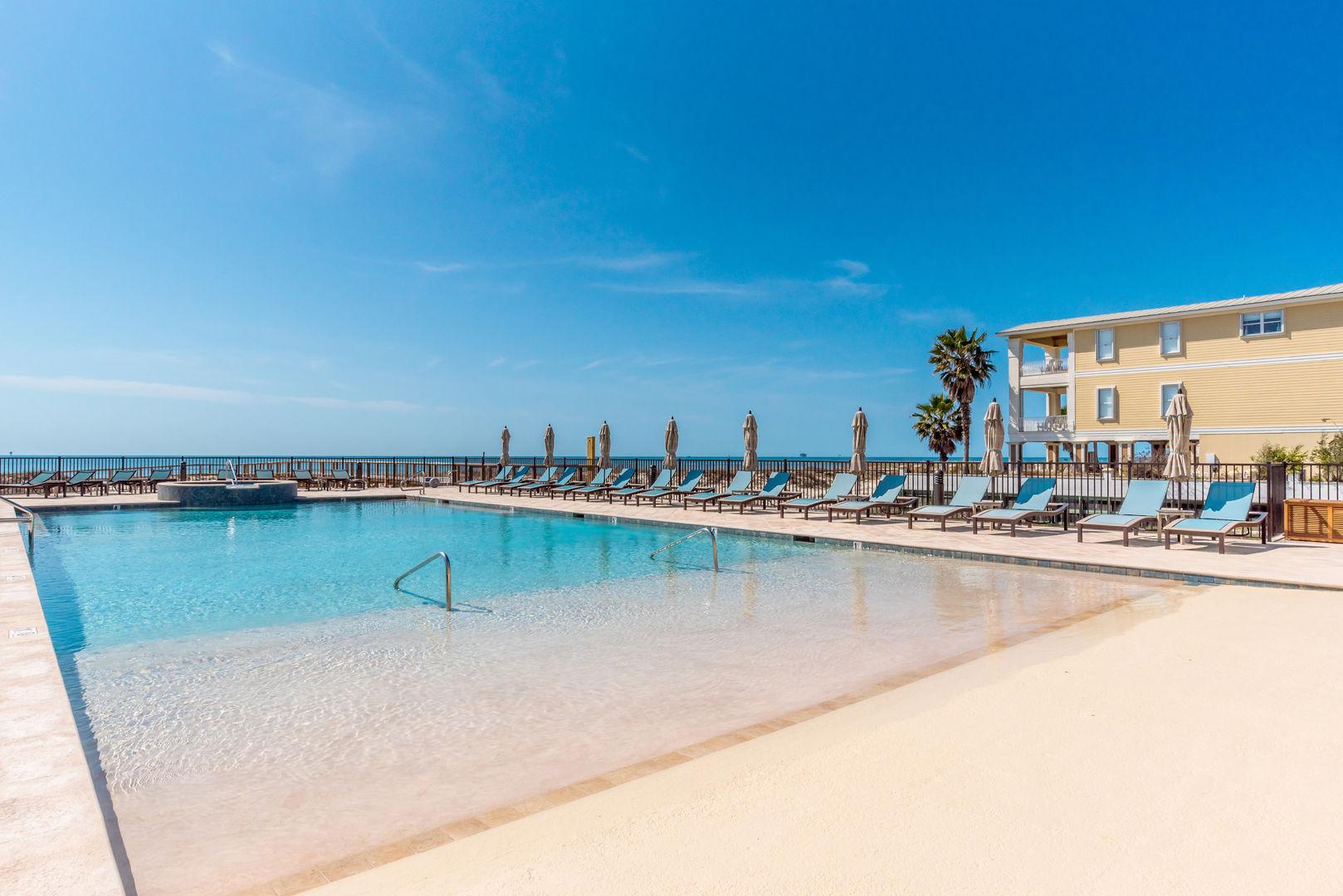 The Kiva Club has a beachfront pool.