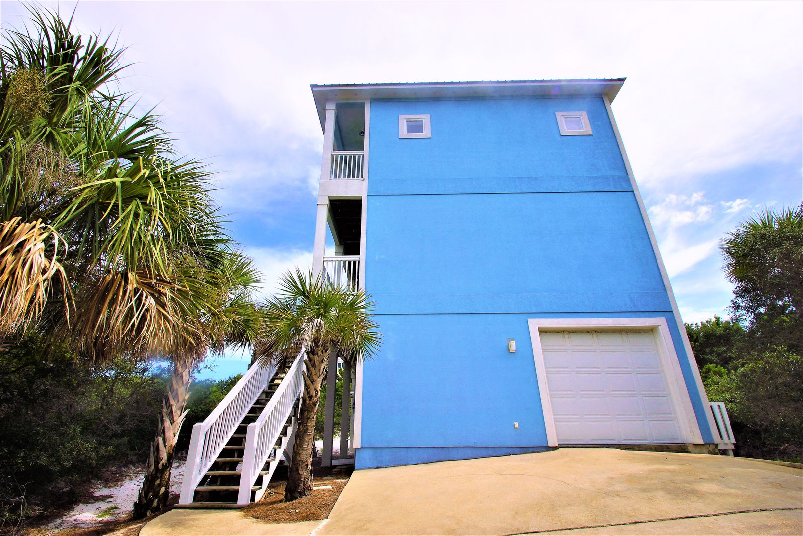 An Image of the Side of the Vacation Home in Gulf Shores.