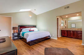 Second bedroom with king bed.