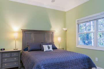 Guest room with queen bed and HDTV