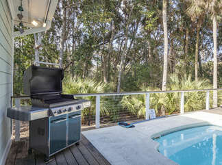 Propane grill for your poolside BBQ