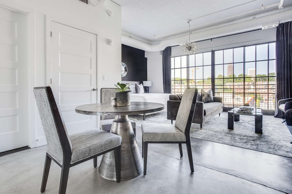 Dining area with seating for 3.