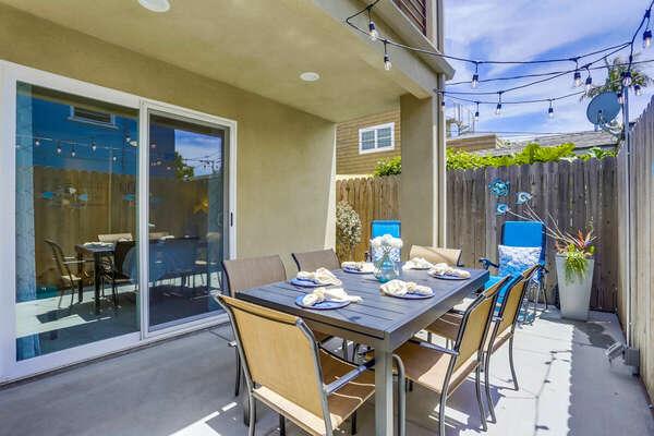 Ground Floor Patio w/ Outdoor Dining