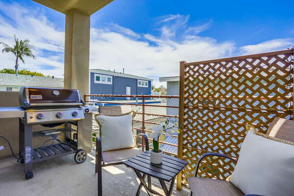 Outdoor Seating and BBQ Grill on 2nd Floor Balcony