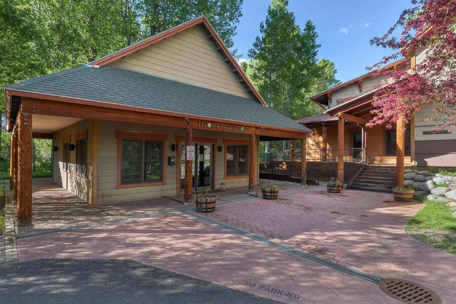 Teton Serenity - Community Entrance