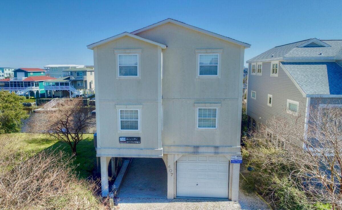 407DOL - Canal House - SB