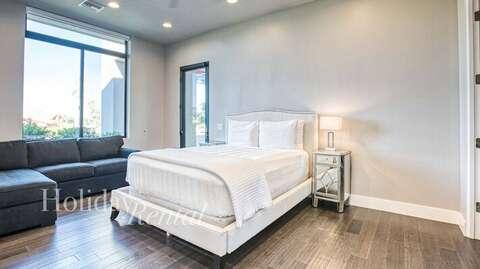 Bedroom 2- Queen