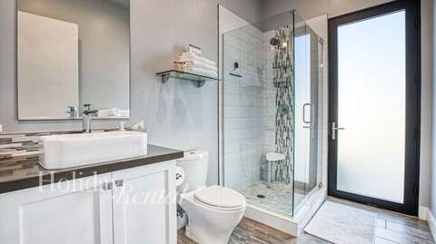 Private guesthouse bathroom