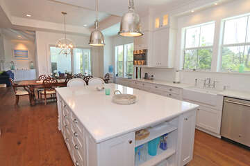 Beautiful Kitchen with lots of work space