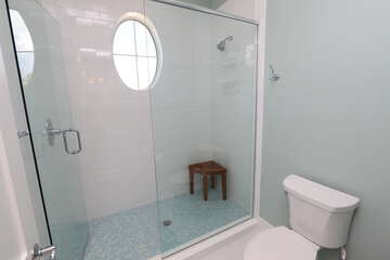 Shared bathroom for guest bedrooms 1 and 2