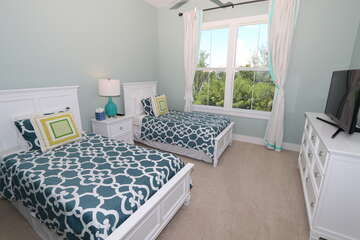 2nd guest bedroom with extra long Twin Beds