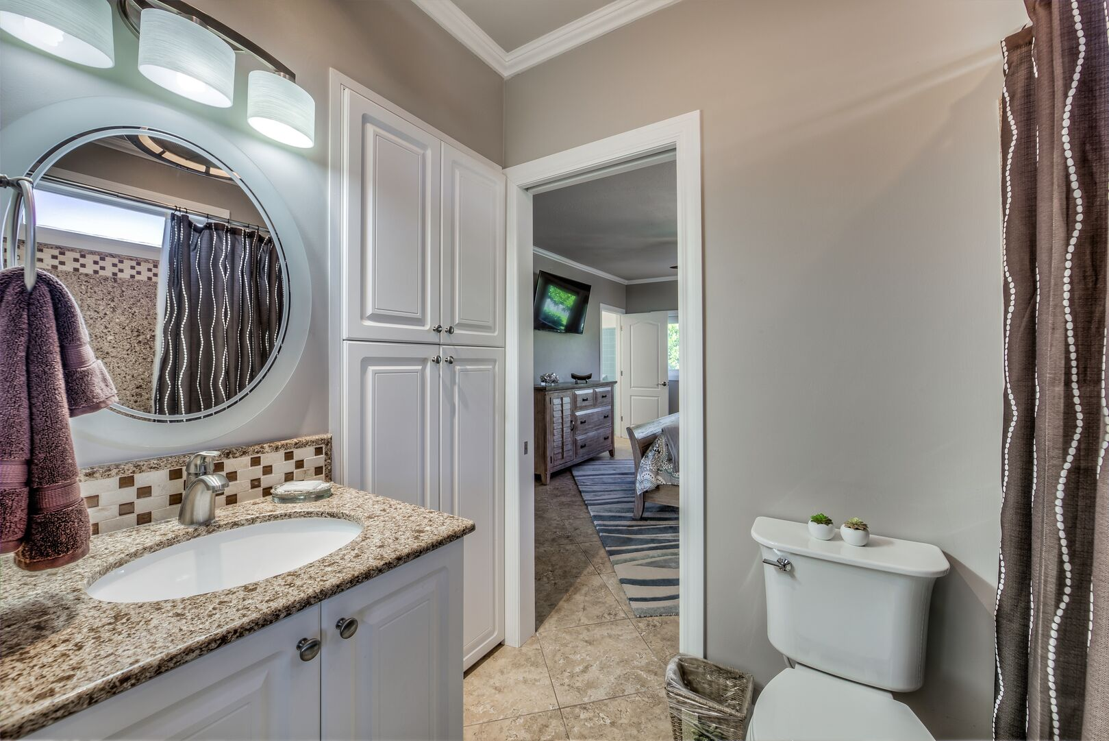 Large bathroom in our Fort Myers cottage