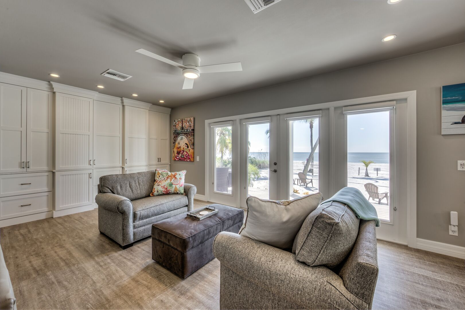 Living area with two couches in our Fort Myers cottage