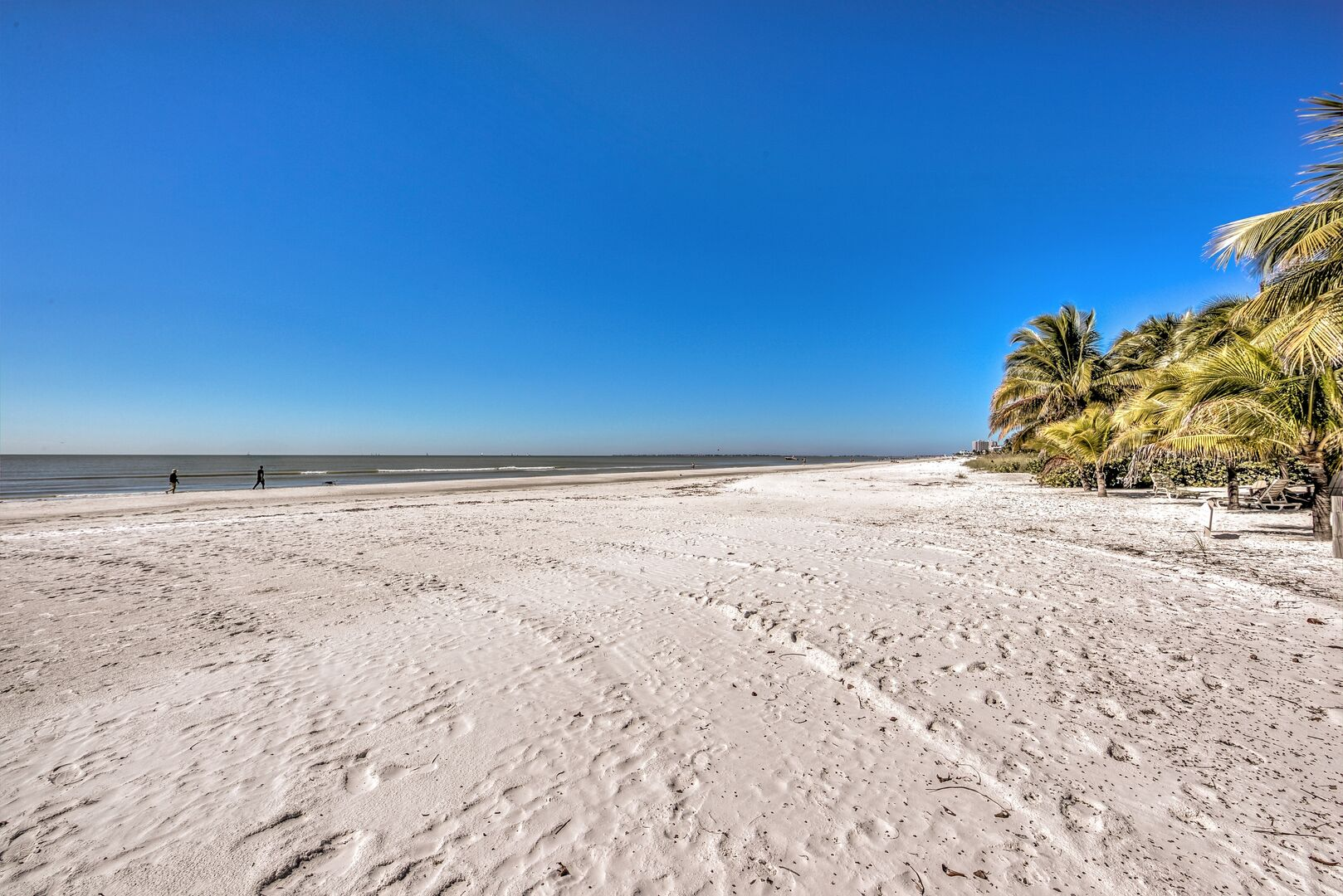 Sandy beach from our Fort Myers cottage