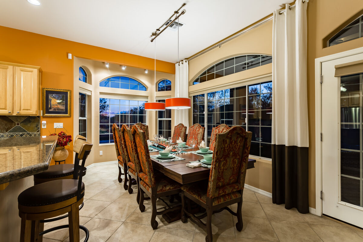 Family Dining Area - Seats up to 8 People