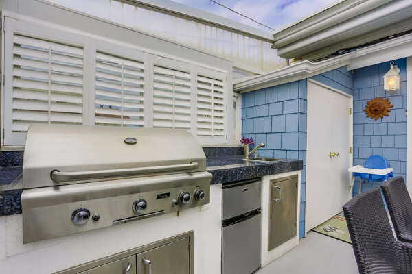 Back Patio Outdoor Kitchenette with BBQ, Sink and Mini Fridge