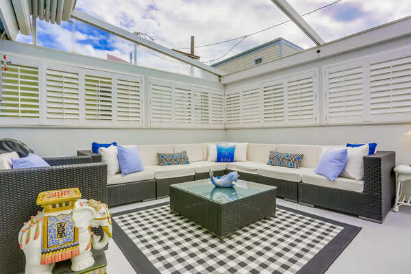 Outdoor Living Area Seats up to 10