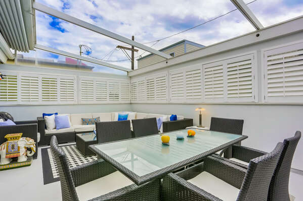 Outdoor Living and Dining Area, Table Seats 6 with Retraceable Ceiling!