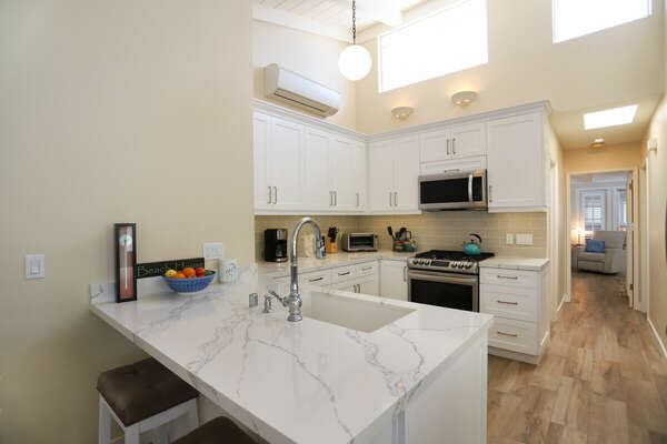 Breakfast Bar Seating at the Kitchen Counter