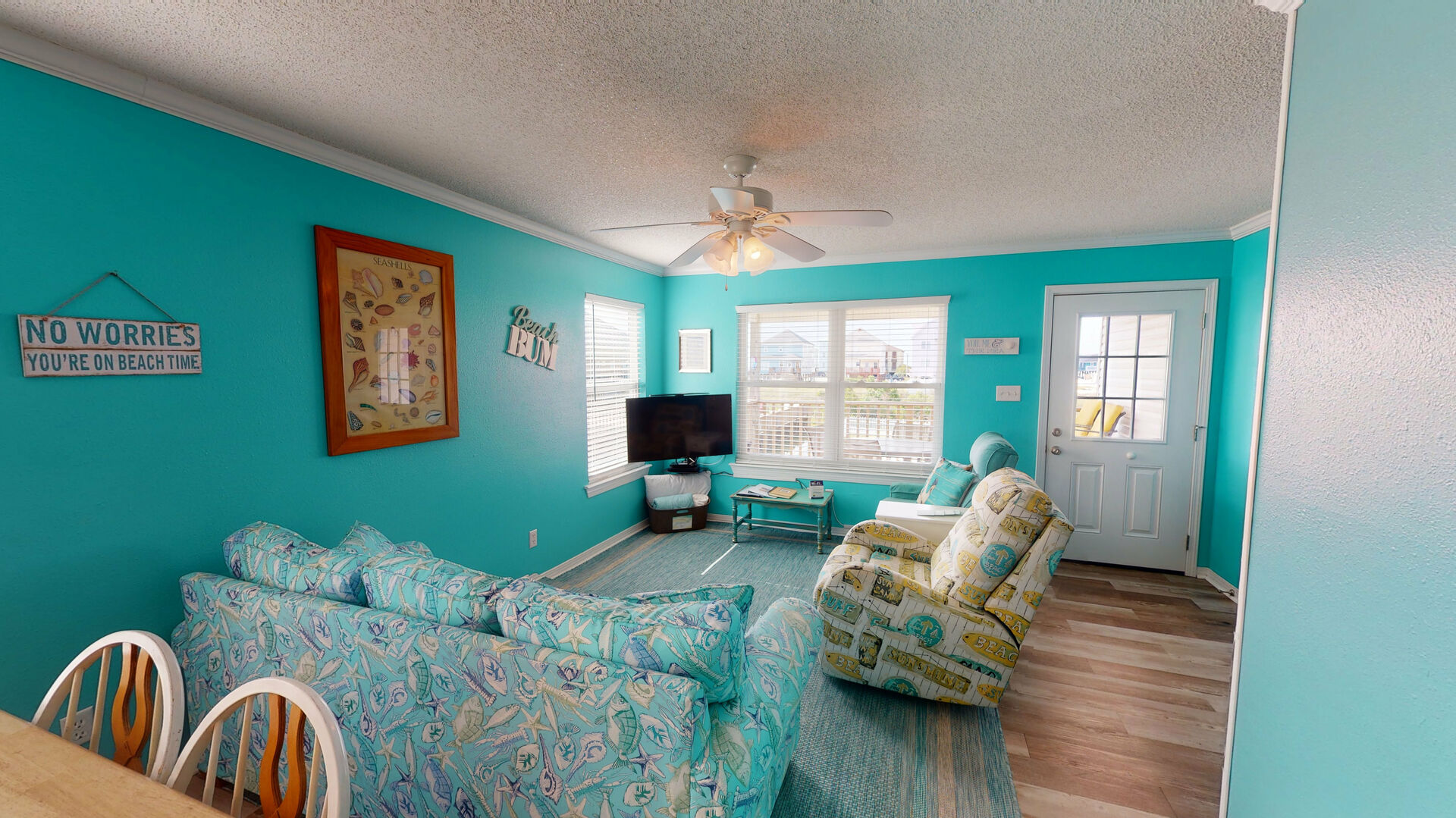 An Image of Large Living Area in Vacation Rental in Gulf Shores.