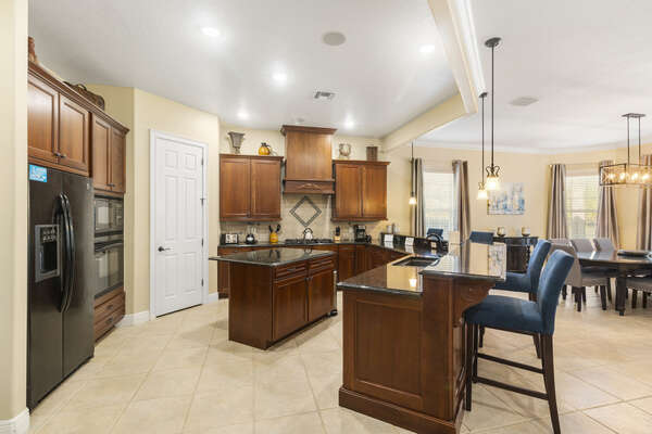 A fully-equipped kitchen is perfect for making family meals