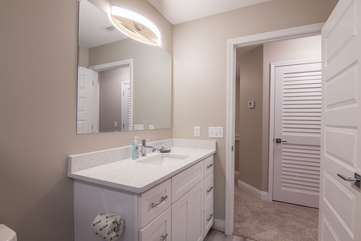 Vibrant, full guest bathroom located upstairs
