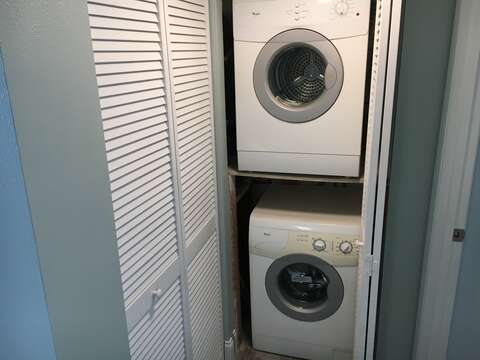 In unit washer and dryer.