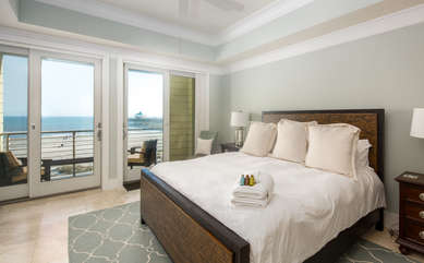Guest bedroom 2 with ensuite bathroom and private balcony overlooking the beachfront