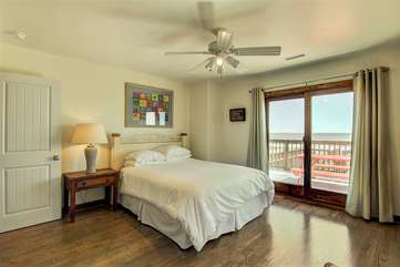 Queen Bedroom with En Suite Bathroom
