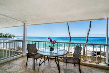 Extra Spacious Lanai with table for 2