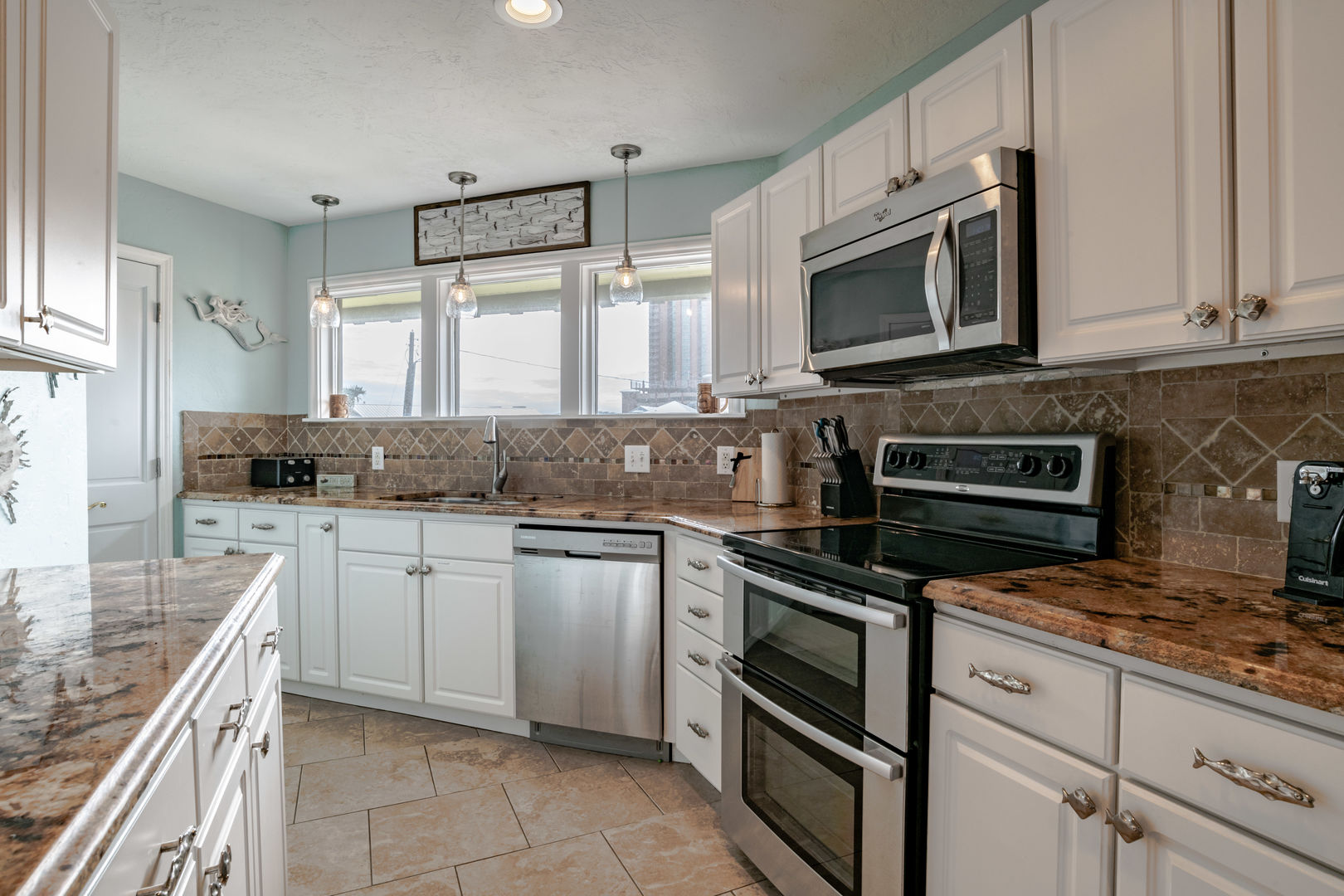 Fully equipped Kitchen with two Ovens
