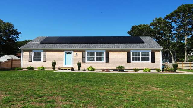 Partially fenced in home, open on either side-10 Melva Street South Yarmouth Cape Cod New England Vacation Rentals