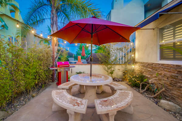 Picnic Table, Patio Umbrella, and Grill in the Front Patio.