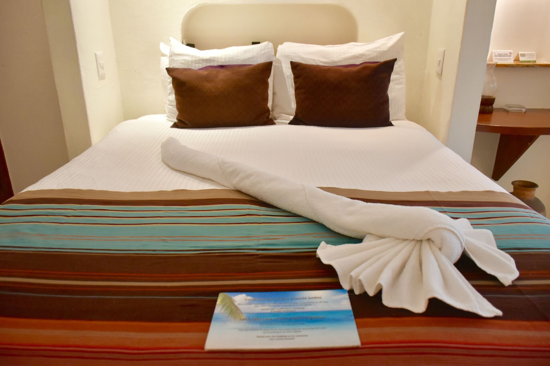 Queen size bed, ocean view studio.