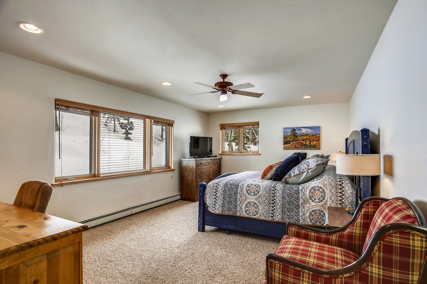 Master Bedroom  - King Sized bed (2nd level)