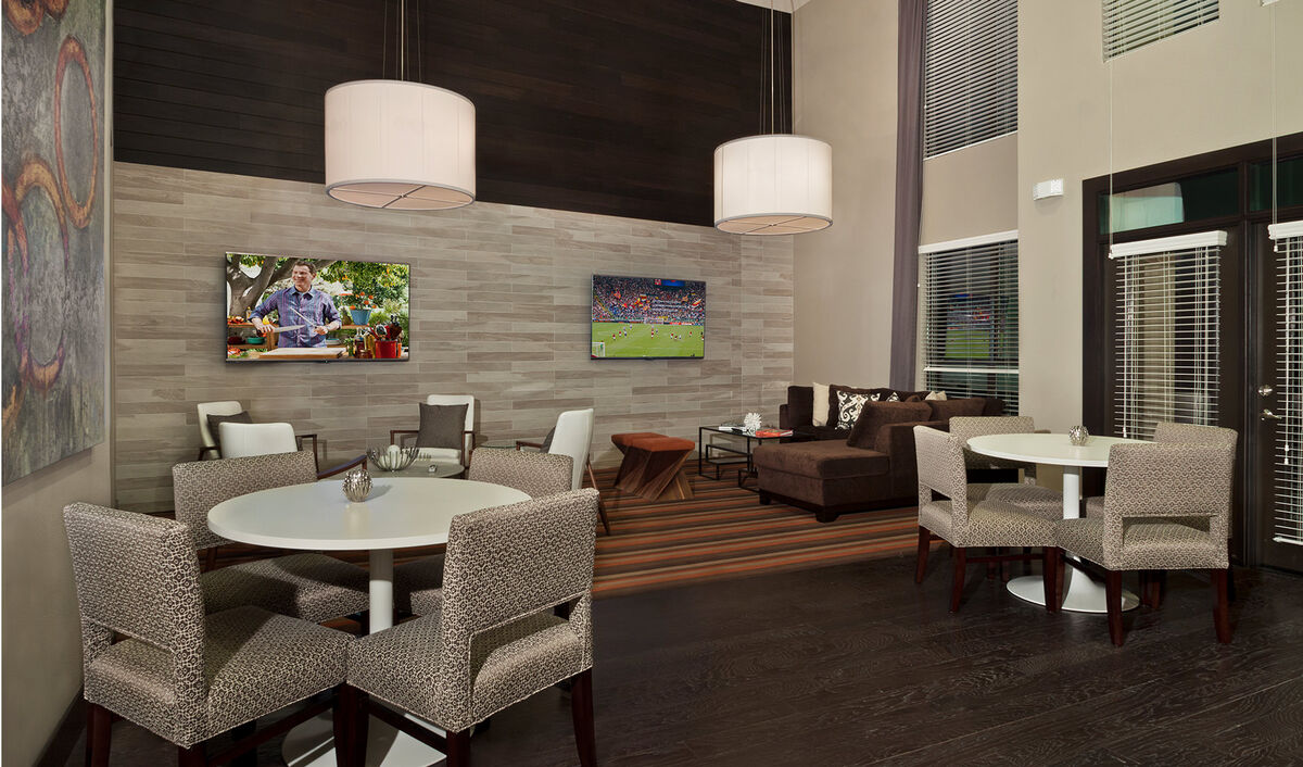 Clubhouse & conversation area w/ flat screen tv's