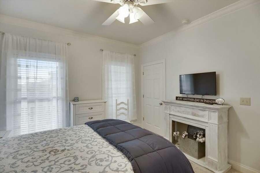 2nd Floor Guest Room has a Queen Size Bed