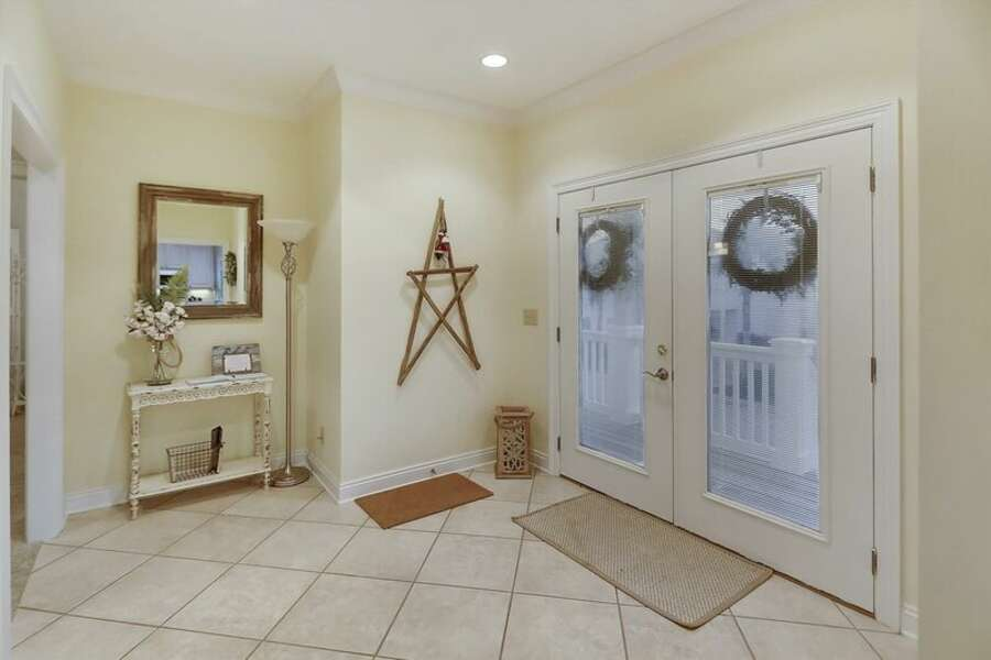 2nd Floor Front Entry