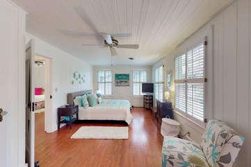 Guest Bedroom - upstairs Queen