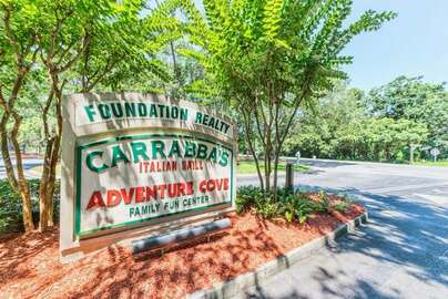 Carrabbas and Adventure Cove in walking distance