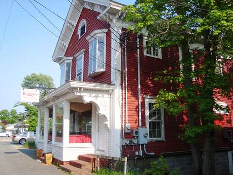 Ruggies - where the locals go for breakfast and luck- Harwich Center- Harwich Cape Cod - New England Vacation Rentals