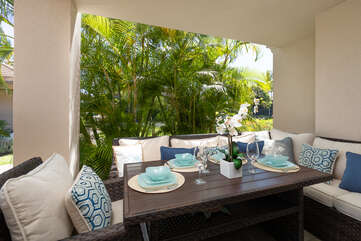 Spacious lanai/Outside dining area