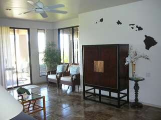 Living Area with Lanai acces