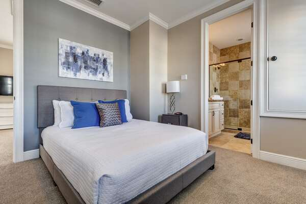 The annex also has a gorgeous queen bedroom