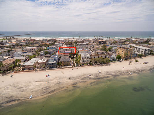 Just a Few Houses to Bay and Beach!